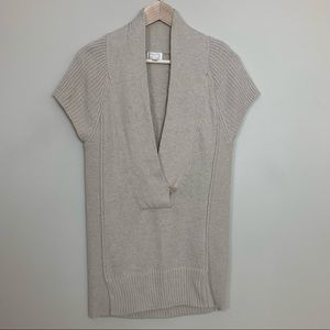 Kaisely • Deep Neck Sweater Vest